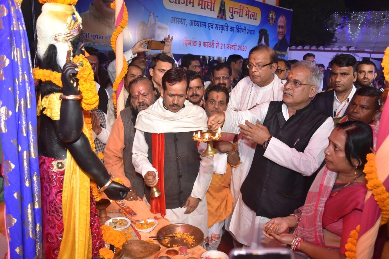 मुख्यमंत्री ने किया राजिम माघी पुन्नी मेले का शुभारंभ : साधु-संतों के पावन सानिध्य में राजिम माघी पुन्नी मेला का भव्य शुभारंभ