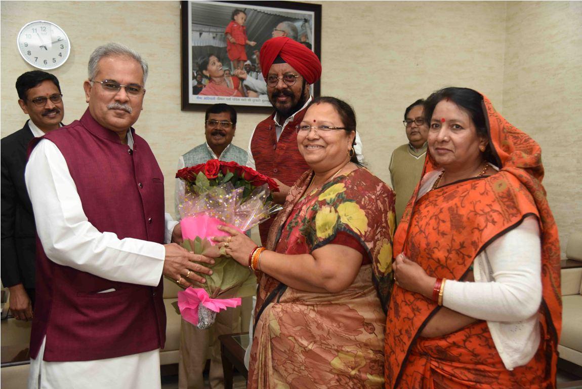 मंत्रियों-विधायकों, जनप्रतिनिधियों और नागरिकों ने मुख्यमंत्री को विदेश यात्रा के लिए दी शुभकामनाएं