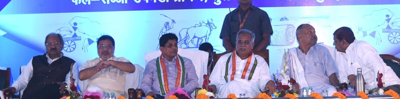पूर्व मंत्री श्री बृजमोहन ने किसानों को धान का 25 सौ रूपए  देने के लिए मुख्यमंत्री की जमकर की तारीफ