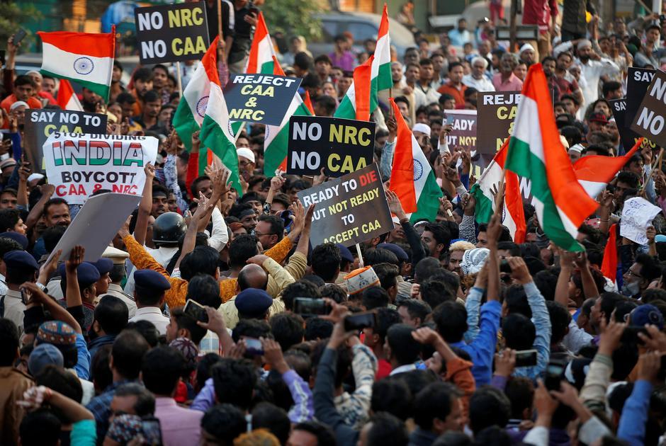 Editorial :- सीएए के विरोध में दंगे, साधुओं की हत्या और कोरोना की लड़ाई कमजोर करने के पीछे अफवाहों का हाथ