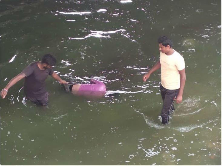 बड़े तालाब में लगातार दूसरे दिन पानी में लाश मिली, शिनाख्त नहीं हुई, खुदकुशी की आशंका