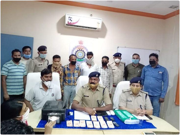 नकली नोट छापने वाली गैंग के 4 बदमाश गिरफ्तार, 200-200 के 1.75 लाख रुपए के नकली नोट बरामद