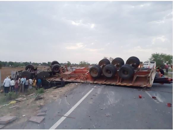 शिवपुरी में ट्राले ने पीछे से ट्रैक्टर को मारी टक्कर, 1 की मौत
