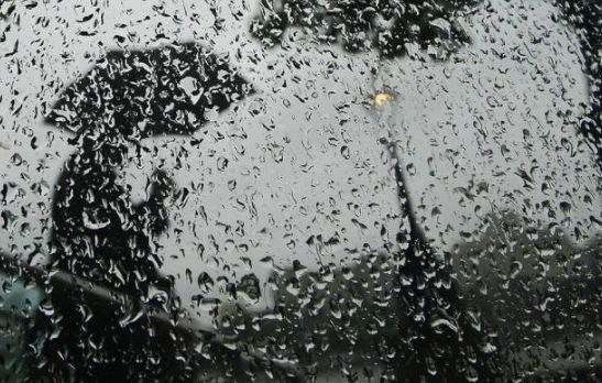 द्रोणिका के असर से राज्य के कई इलाकों में बारिश का दौर जारी है।