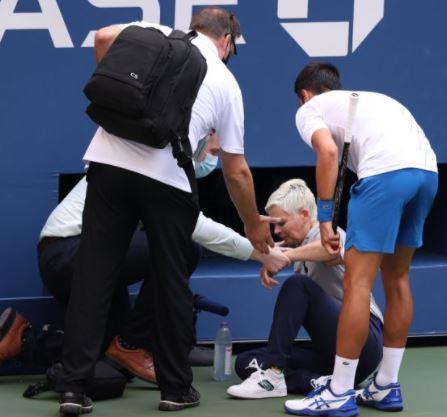 दुनिया के नंबर वन टेनिस खिलाड़ी नोवाक जोकोविच यूएस ओपन से अप्रत्याशित रूप से बाहर हो गए हैं