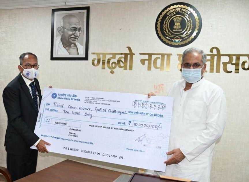 मुख्यमंत्री श्री भूपेश बघेल से एनएमडीसी के सीएमडी ने की सौजन्य मुलाकात