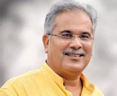 मुख्यमंत्री भूपेश बघेल ने अपने निवास कार्यालय में पुलिस विभाग के कार्यों की बैठक ली