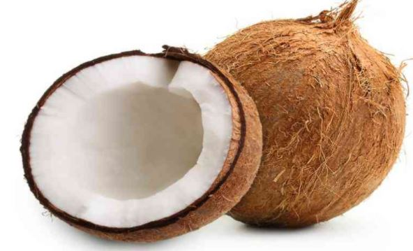 नारियल पानी औषधि के साथ ऊर्जावर्धक पेय और सौंदर्यवर्धक है