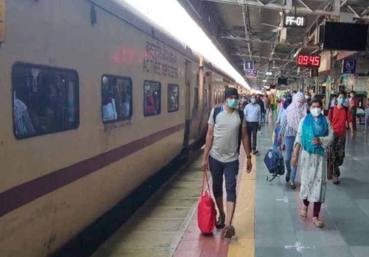 लॉकडाउन के बाद पहली बार चली ट्रेन 24 बोगी में 128 यात्रियों को लेकर दौड़ी