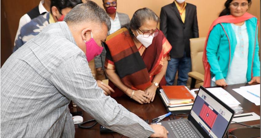 राज्यमंत्री श्री परमार ने किया  उमंग किशोर हेल्पलाइन  की वीडियो फिल्म का विमोचन